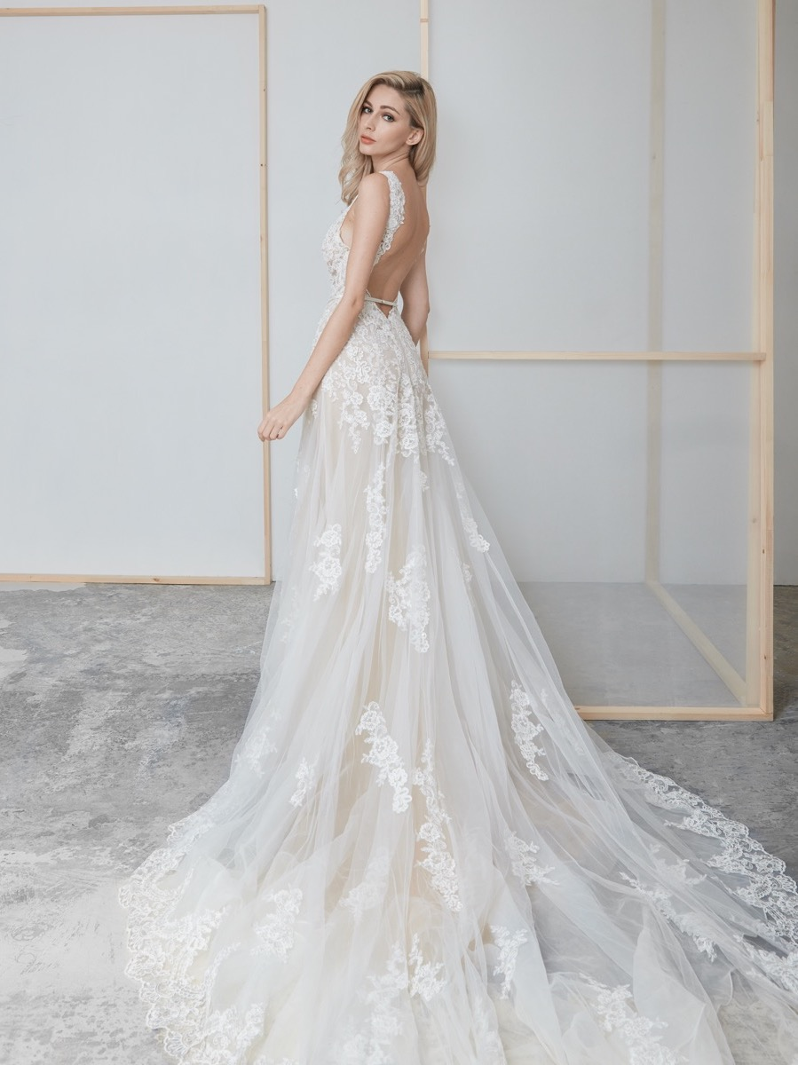 lm-lusan-mandongus-2020-bridal-daisey-beaded-sensual-tulle-wedding-dress_2
